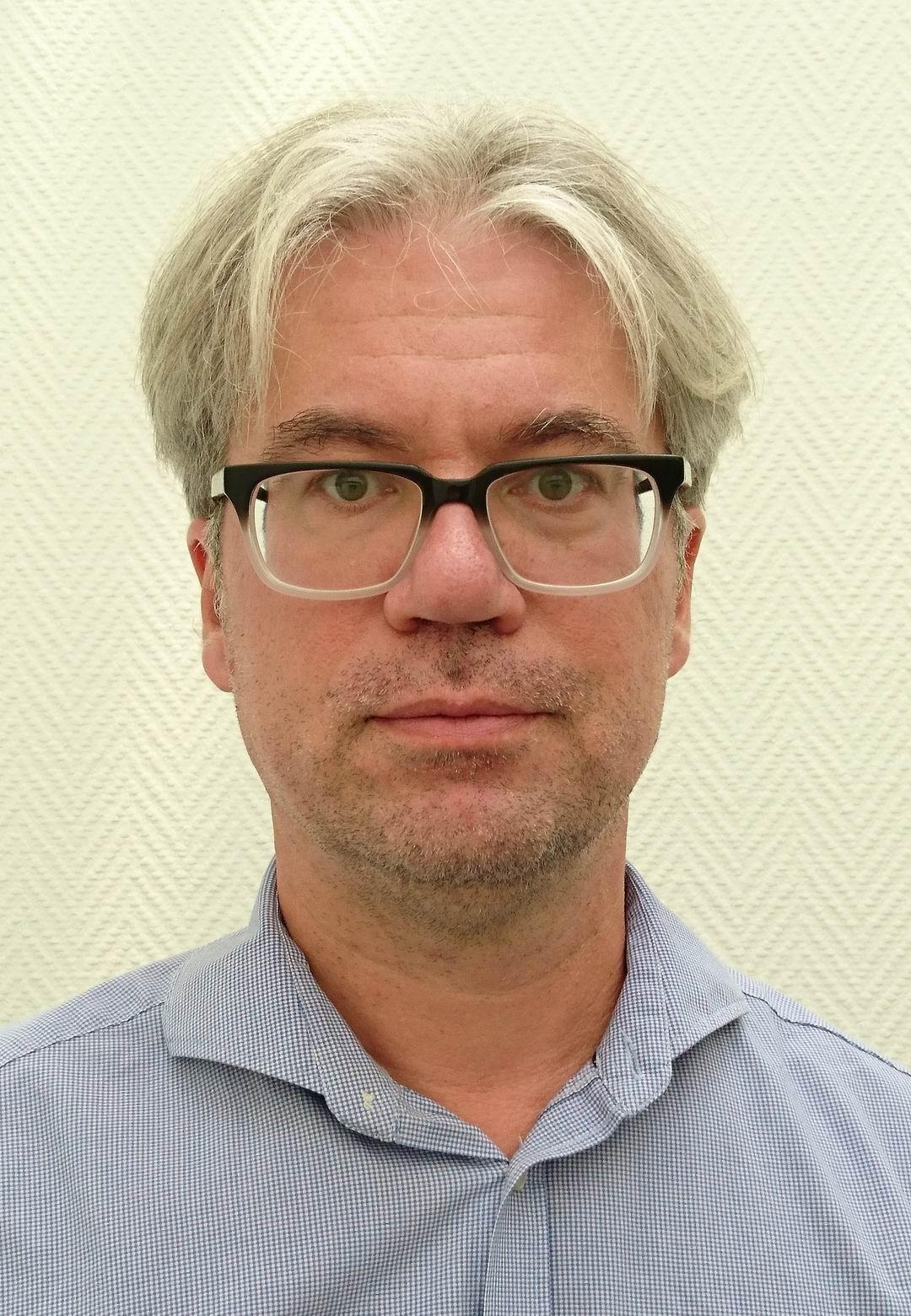 Nicholas-Närbild Rezied